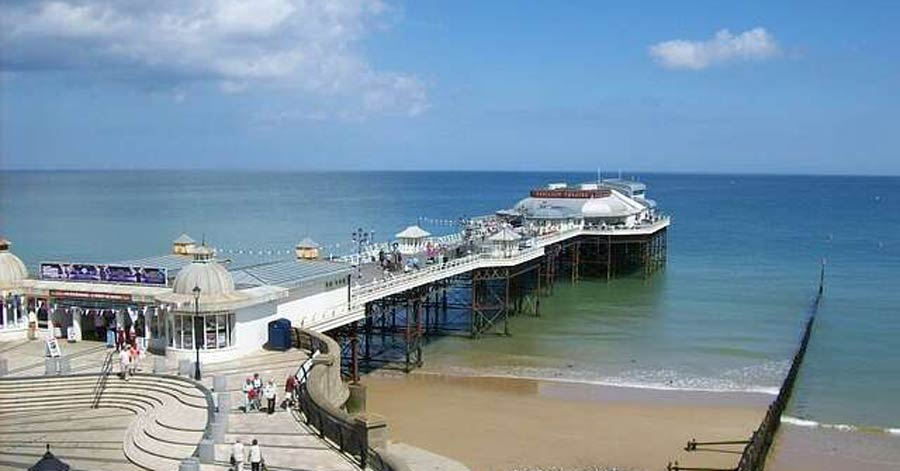 Top 10 uk coastal towns enjoy these seaside towns year round for Small east coast beach towns